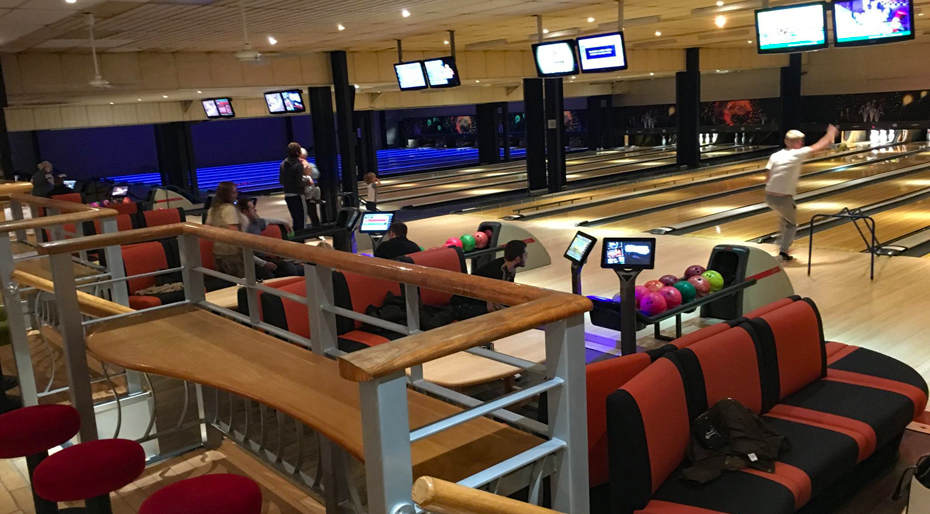 Bowling alley hot tub holidays | Bainland Lodge Park