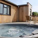 lodge breaks with hot tub